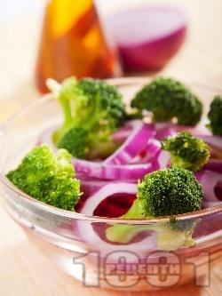Салата с броколи, чушки и моркови - снимка на рецептата
